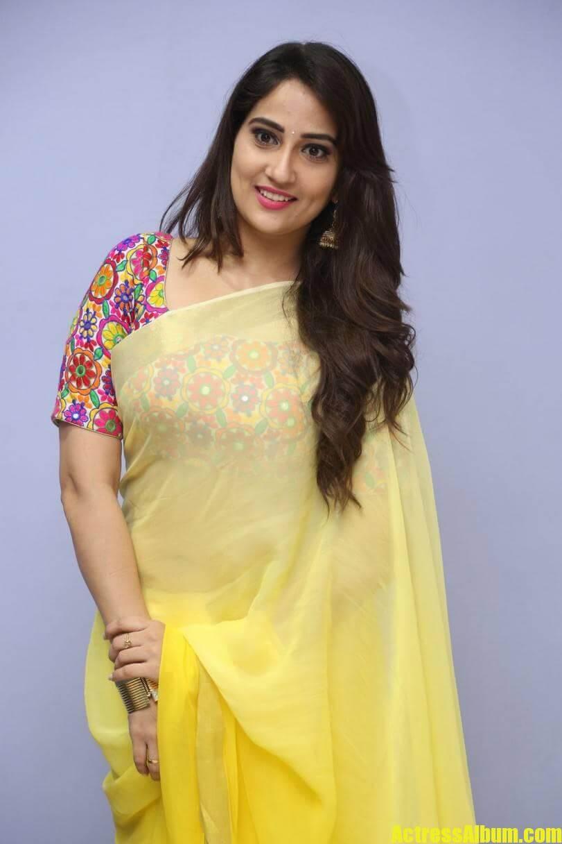 tv-anchor-manjusha-hot-stills-in-yellow-saree-1
