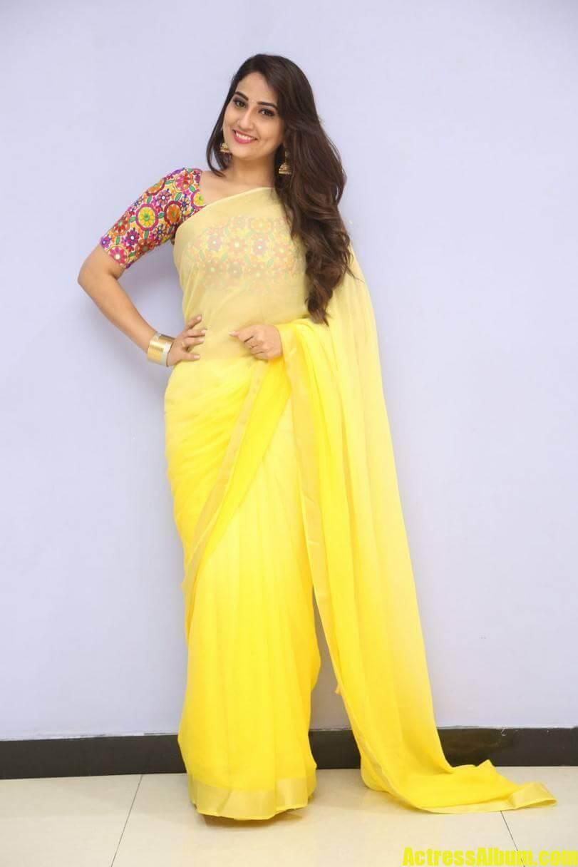 tv-anchor-manjusha-hot-stills-in-yellow-saree-3