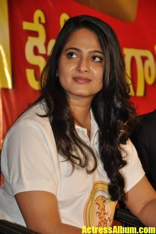 Anushka Stills At Size Zero Movie Press Meet In White Shirt