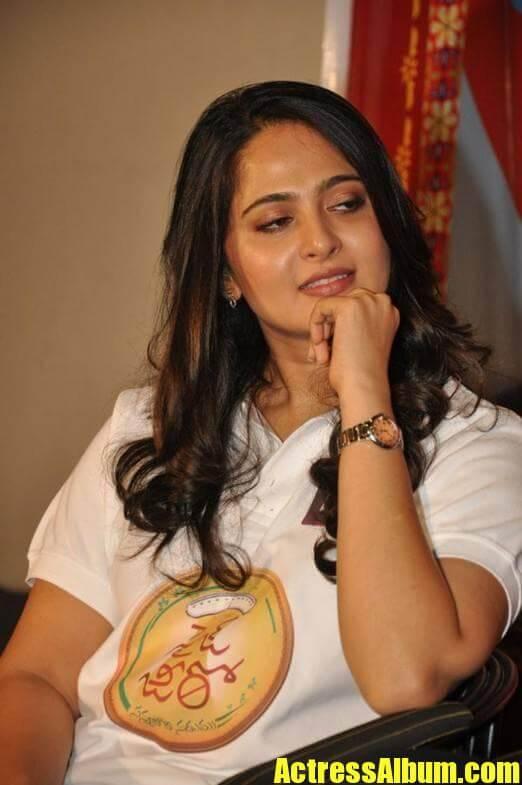 Anushka Stills