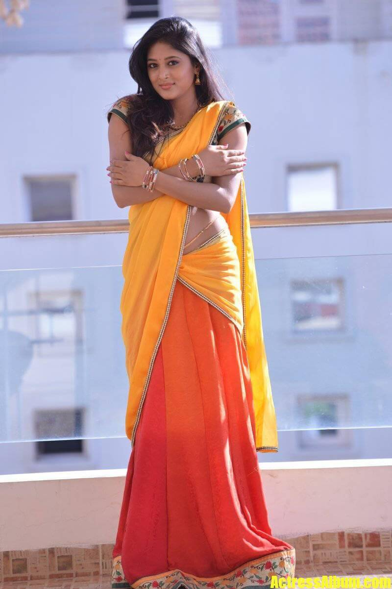 Bindu Madhavi Hot Photos In Saree At Aha Media OTT