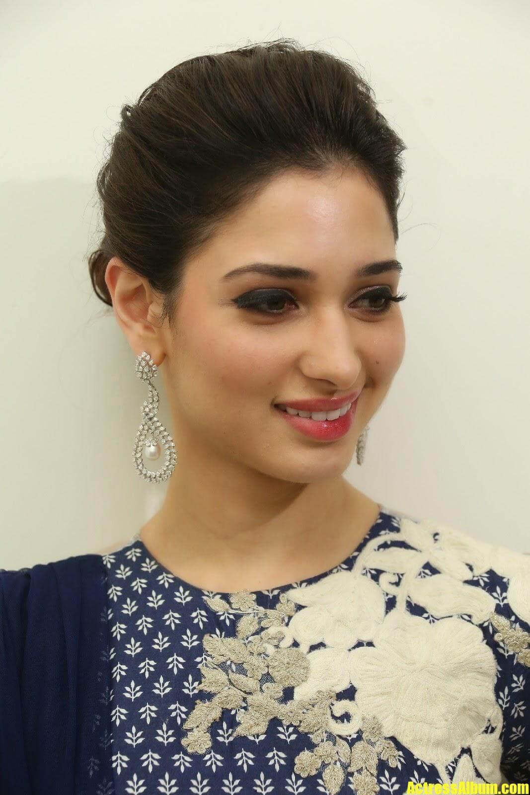 Actress Tamanna Smiling Photos