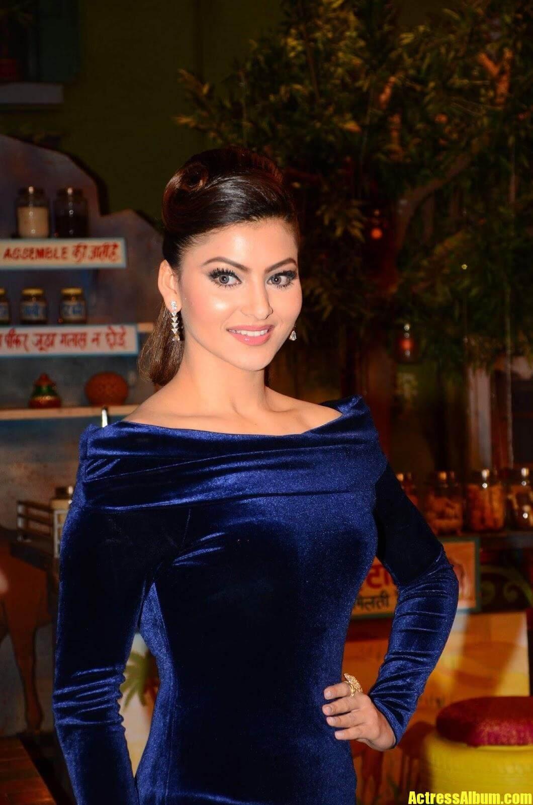 Indian Model Urvashi Rautela Looks Hot At Film Promotion