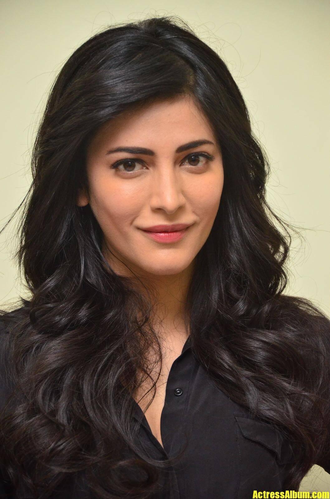 Shruti Haasan Latest Images - Actress Album-5425