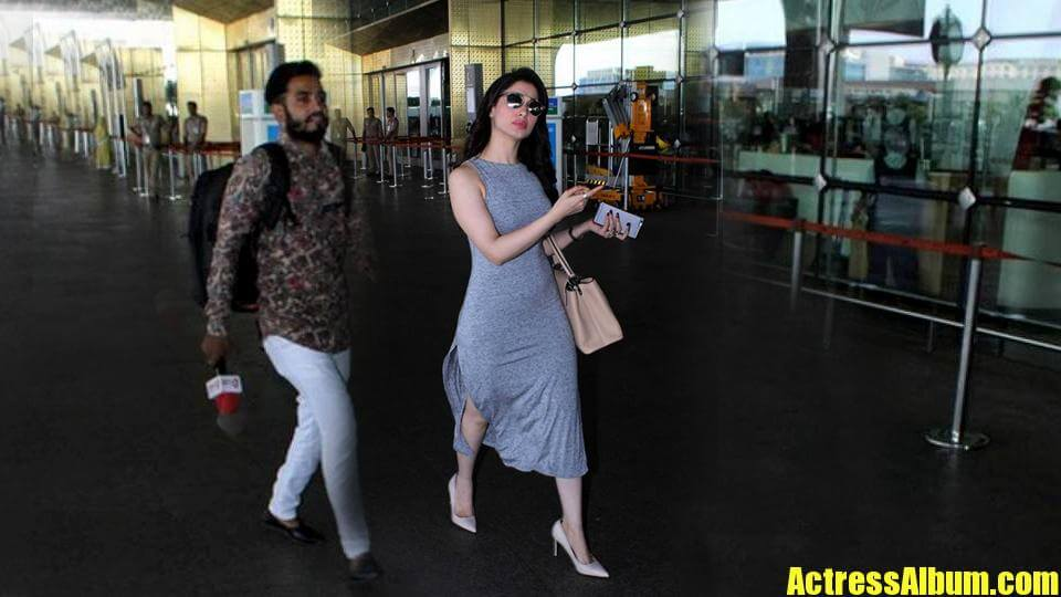 Tamanna Latest Hot Stills Captured At Airport