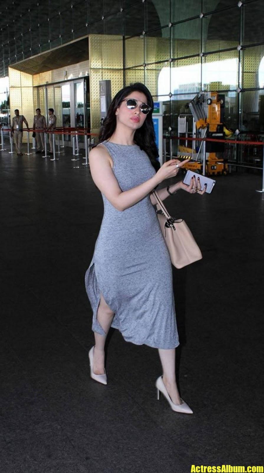 Tamanna Hot Images Captured At Airport
