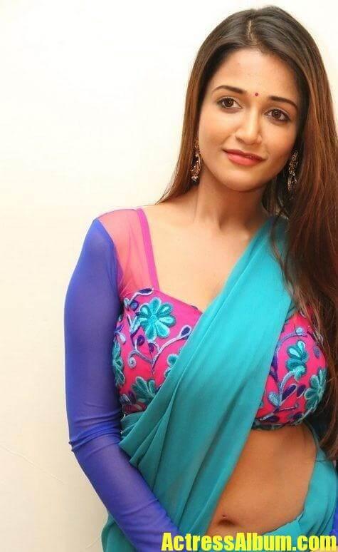 Anaika Soti New Hot Navel Show Photos - Actress Album-5530