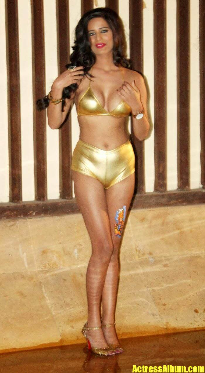 Disha Patani Sexy Bikini Photos