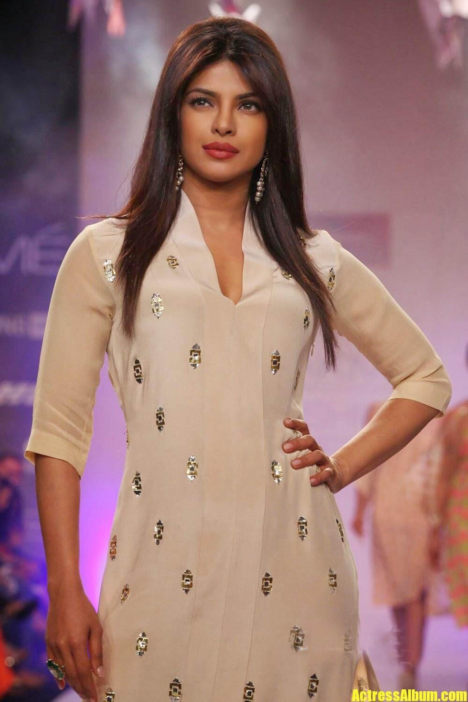 Priyanka Chopra Ramp Walk Stills