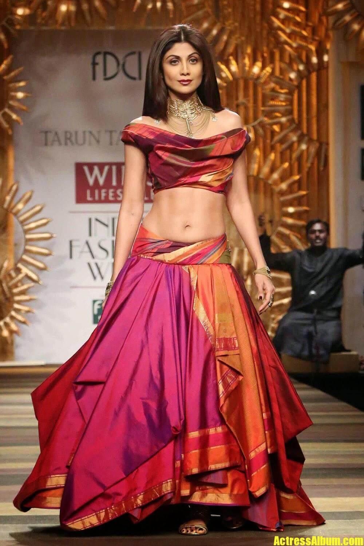 Bollywood Hot Shilpa Shetty Spicy Ramp Walk Stills At -2332