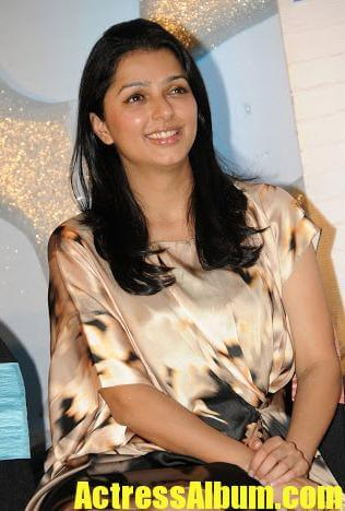 Actress Bhumika Chawla Sexy Photo Stills