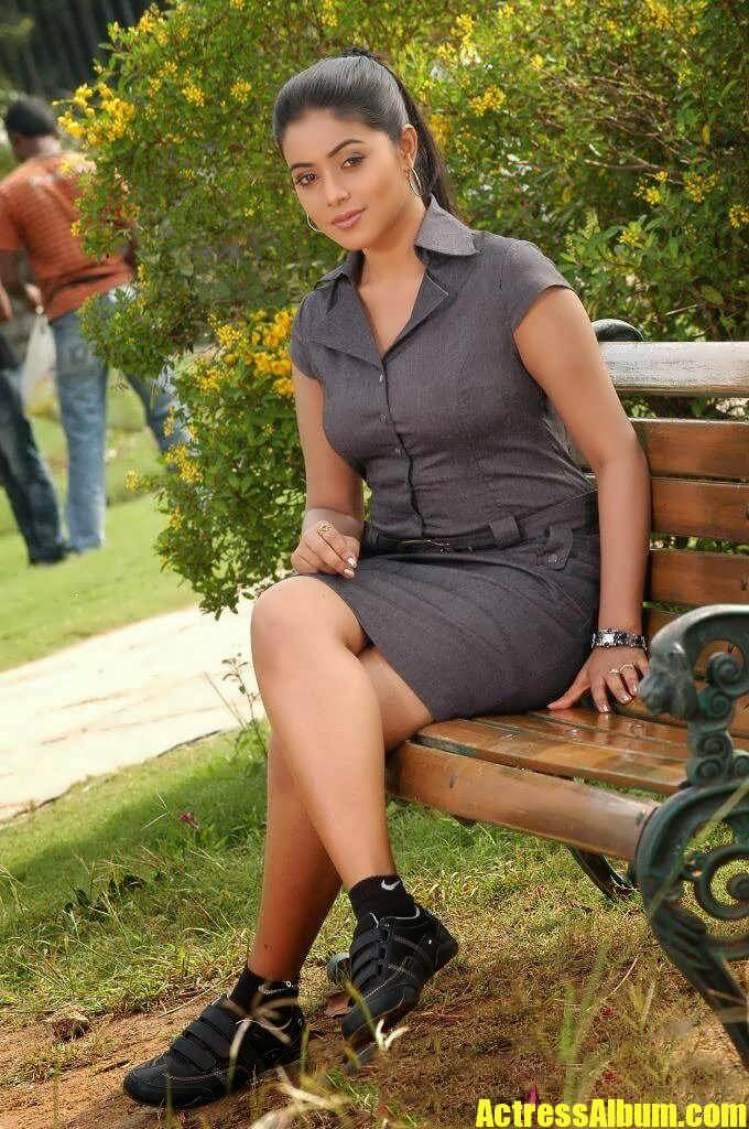 Actress Poorna Hot Sexy Thigh Show Pics - Actress Album-9728