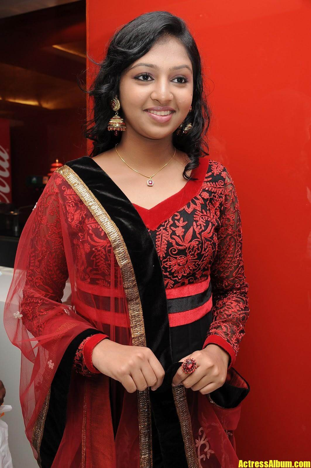 Kumki Heroine Lakshmi Menon Pics - Actress Album-7569