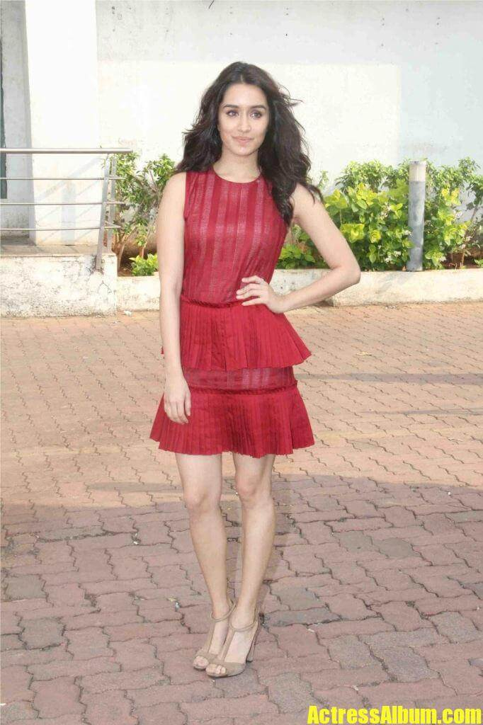 shraddha kapoor looks gorgeous at promoting ok jaanu