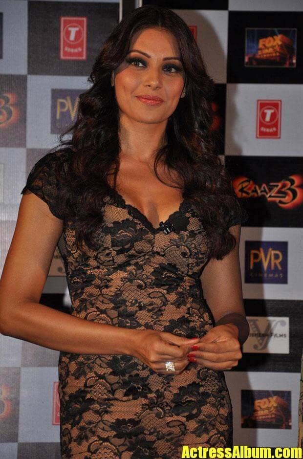 Bipasha Basu Hot Photos - Actress Album-6393