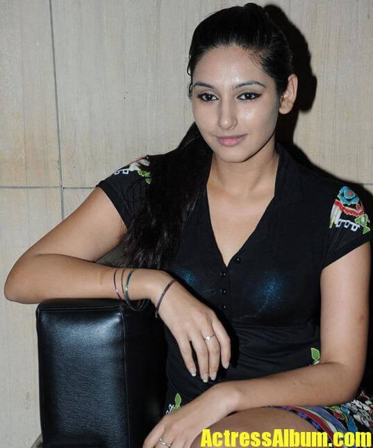 Hot Ragini Dwivedi Sexy PhotoShoot Stills