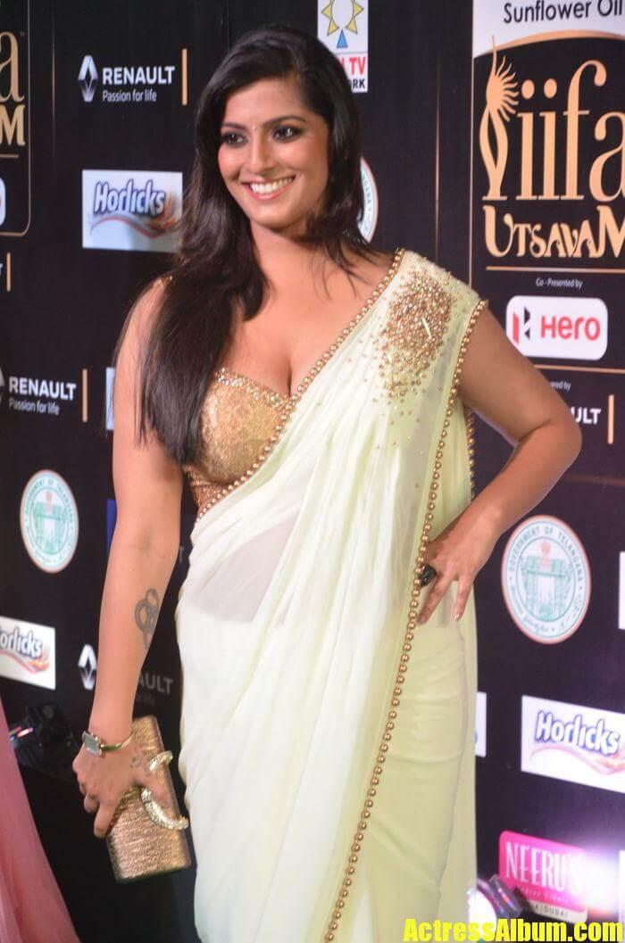 Hot Varalakshmi Photos - Actress Album-2765