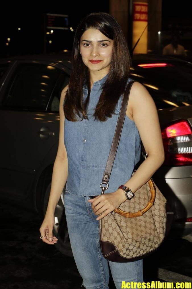Beautiful Mumbai Girl Prachi Desai Long Hair Photos In Blue Top Jeans-5477