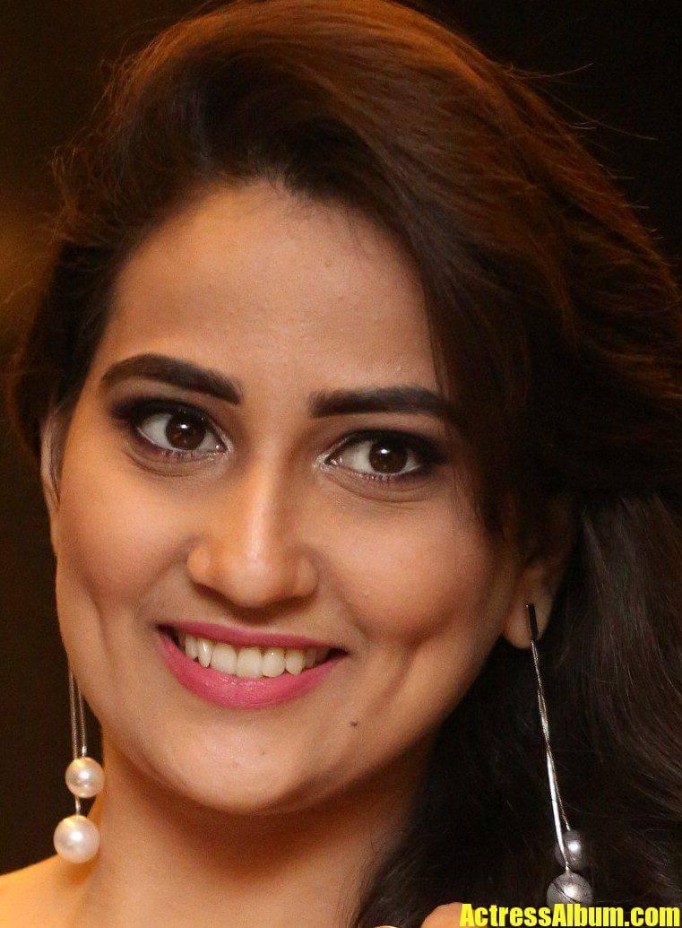 Indian Tv Anchor Manjusha Beautiful Ear Rings Face Close