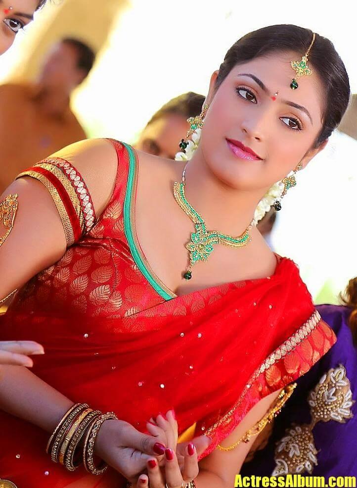 Actress Hari Priya Photos In Traditional Red Saree ...