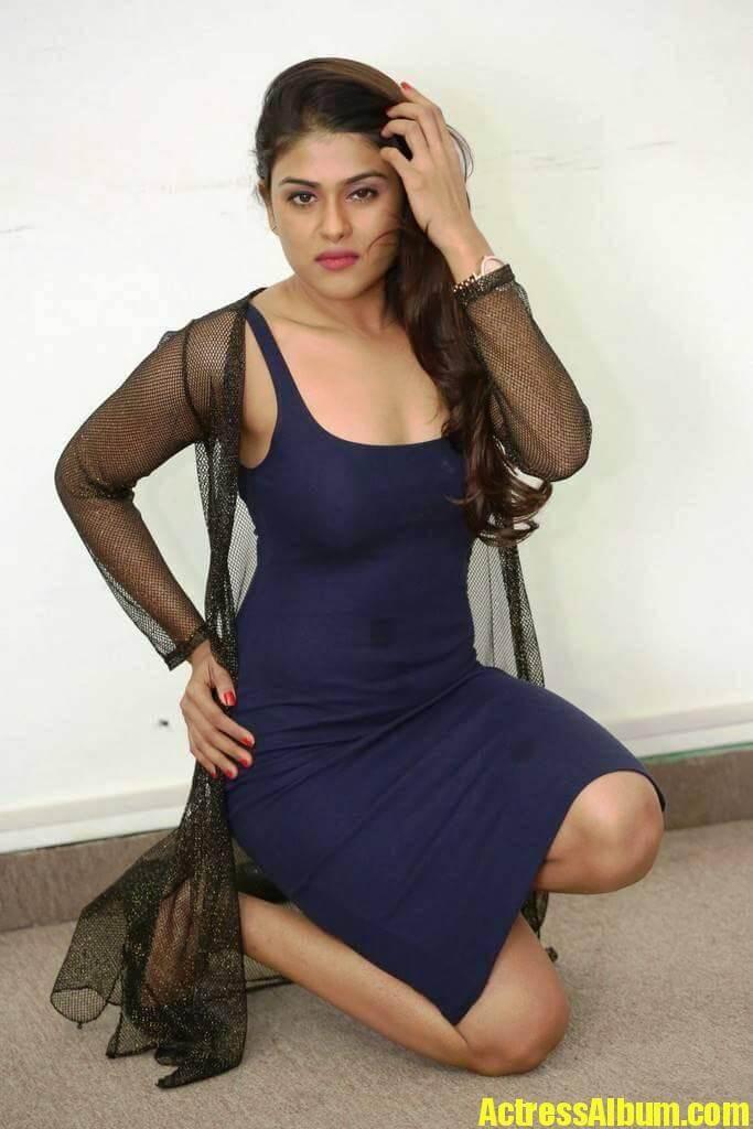 Indian Hot Model Naira Shah Photos-9057