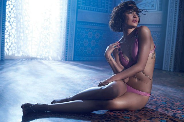 Esha Gupta Hot Spicy Bikini Photoshoot Photos 8 - Esha Gupta most Sexiest Photos-Bikiniwear Pictures-Hot Hd Wallpapers