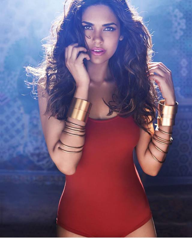 Esha Gupta Hot - Esha Gupta most Sexiest Photos-Bikiniwear Pictures-Hot Hd Wallpapers