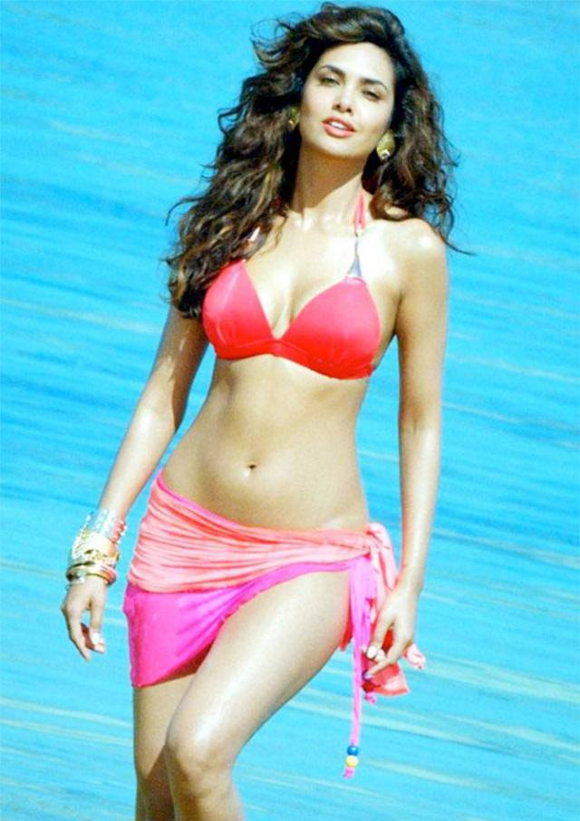 Esha Gupta sexy Photos 15 - Esha Gupta most Sexiest Photos-Bikiniwear Pictures-Hot Hd Wallpapers