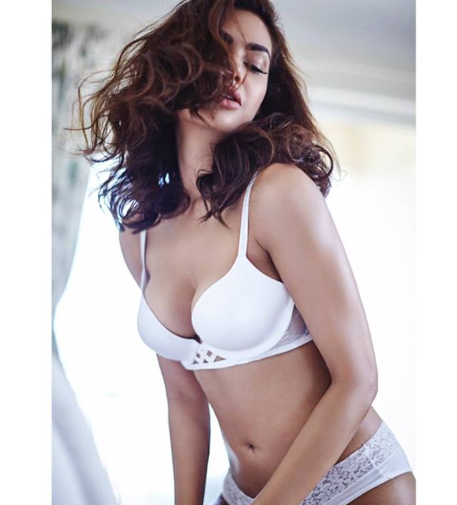esha gupta hot photo02 - Esha Gupta most Sexiest Photos-Bikiniwear Pictures-Hot Hd Wallpapers