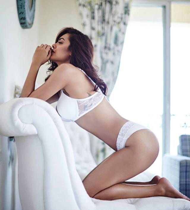 esha gupta hot photo03 - Esha Gupta most Sexiest Photos-Bikiniwear Pictures-Hot Hd Wallpapers