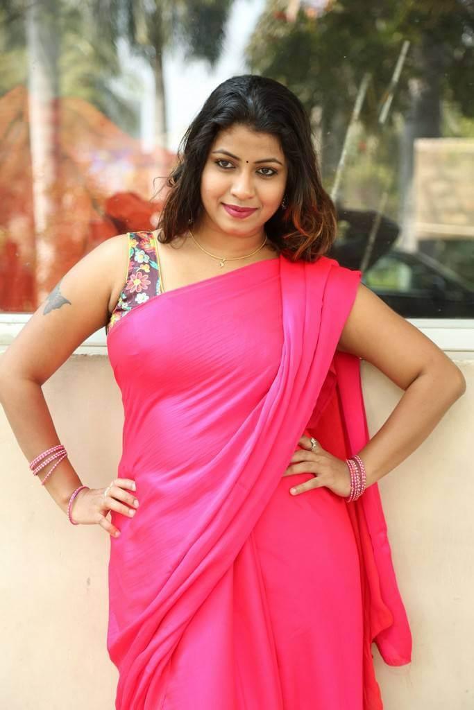 Geetanjali seelavathi hot looking in sleeveless red saree actress geetanjali seelavathi hot looking in sleeveless red saree thecheapjerseys Images