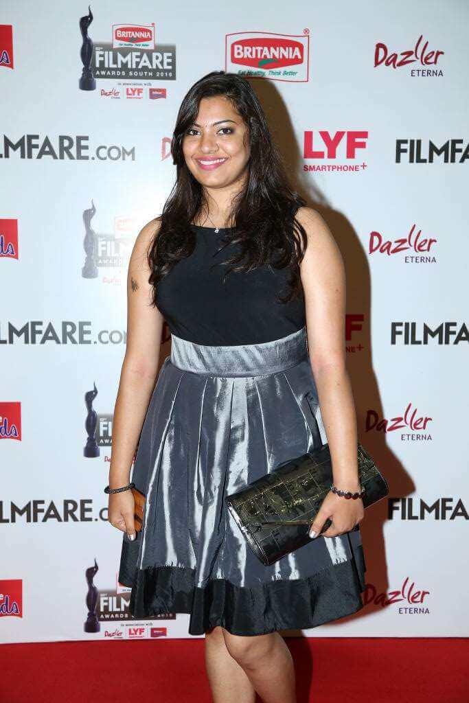 Singer Geetha Madhuri Legs Thigh Show In Black Skirt