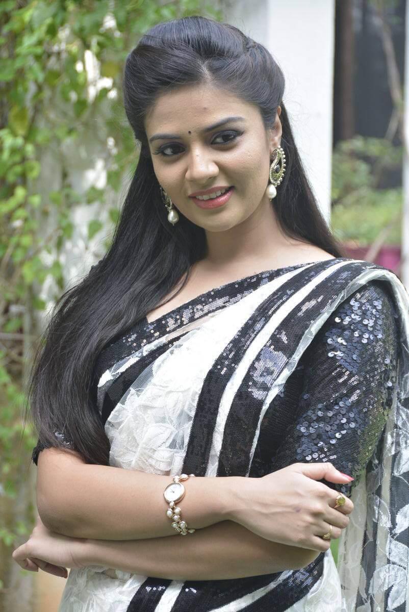 Tv Actress Srimukhi Hot Photos In White Saree - Actress Album-6266