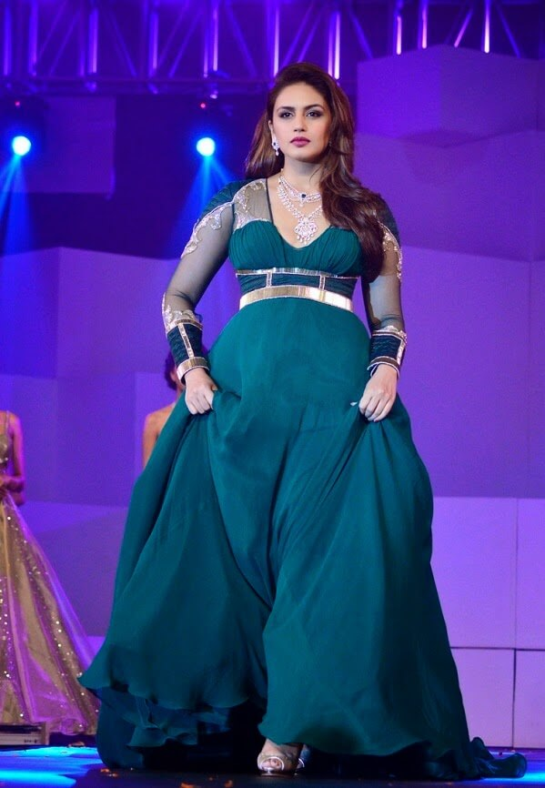 Huma Qureshi Latest Hot Stills In Green Dress-1063