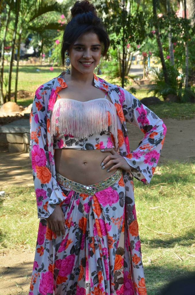 Indian Actress Piaa Bajpai Hot Stills
