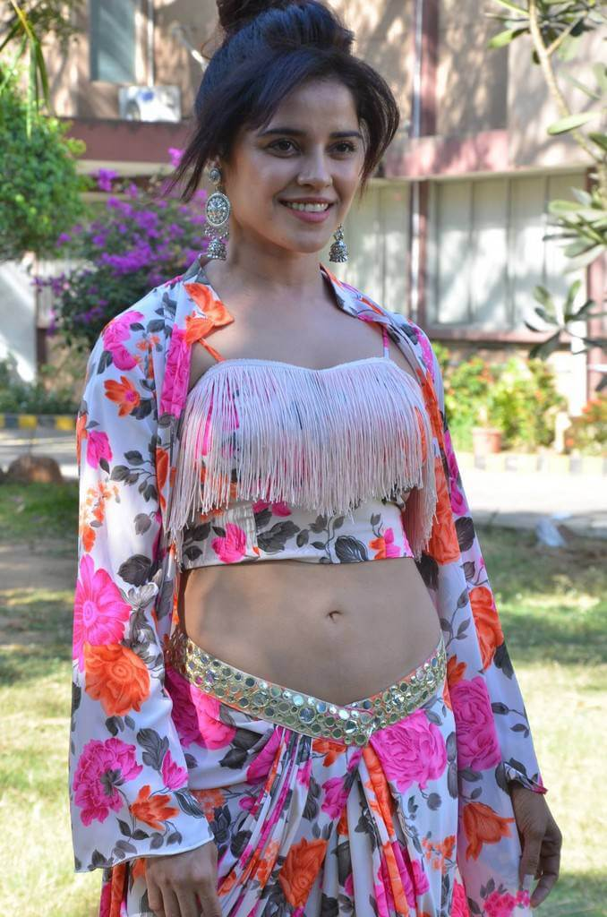Actress Piaa Bajpai navel show pics