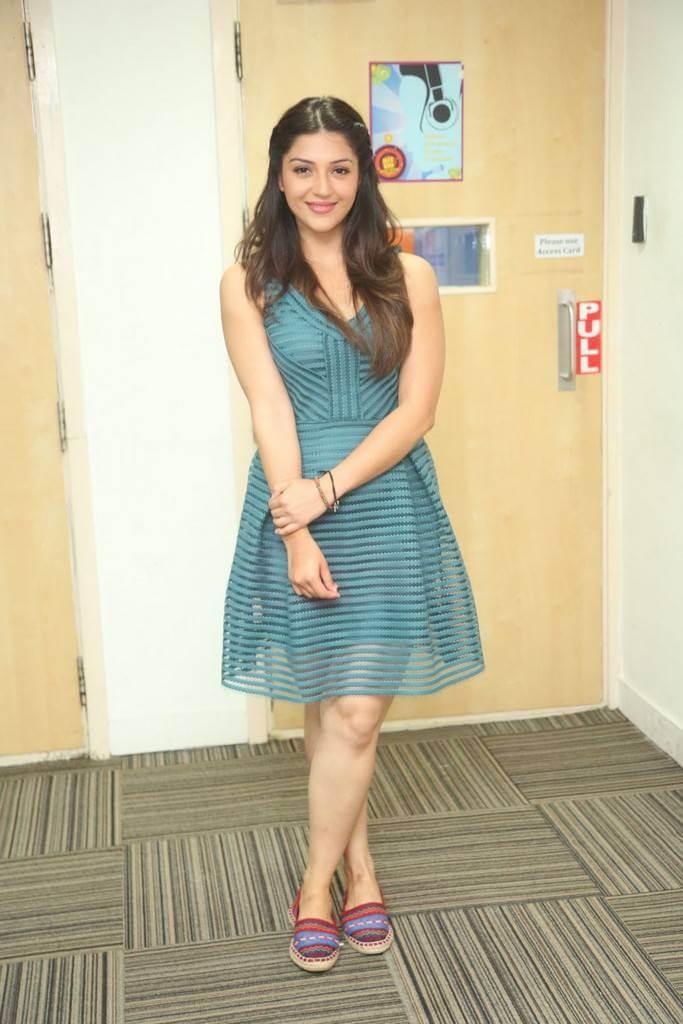Mehreen Kaur Exclusive Pics In Skirt