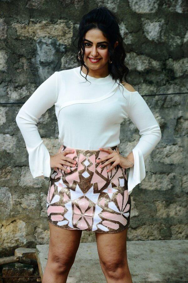 Avika Gor Hot Images In Miniskirt