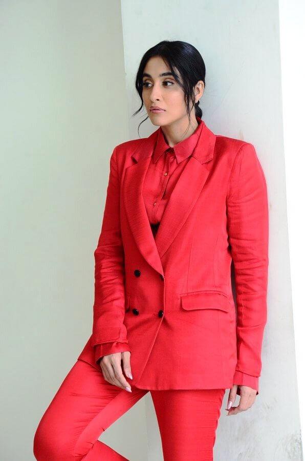 Regina Cassandra Evaru Movie Pics