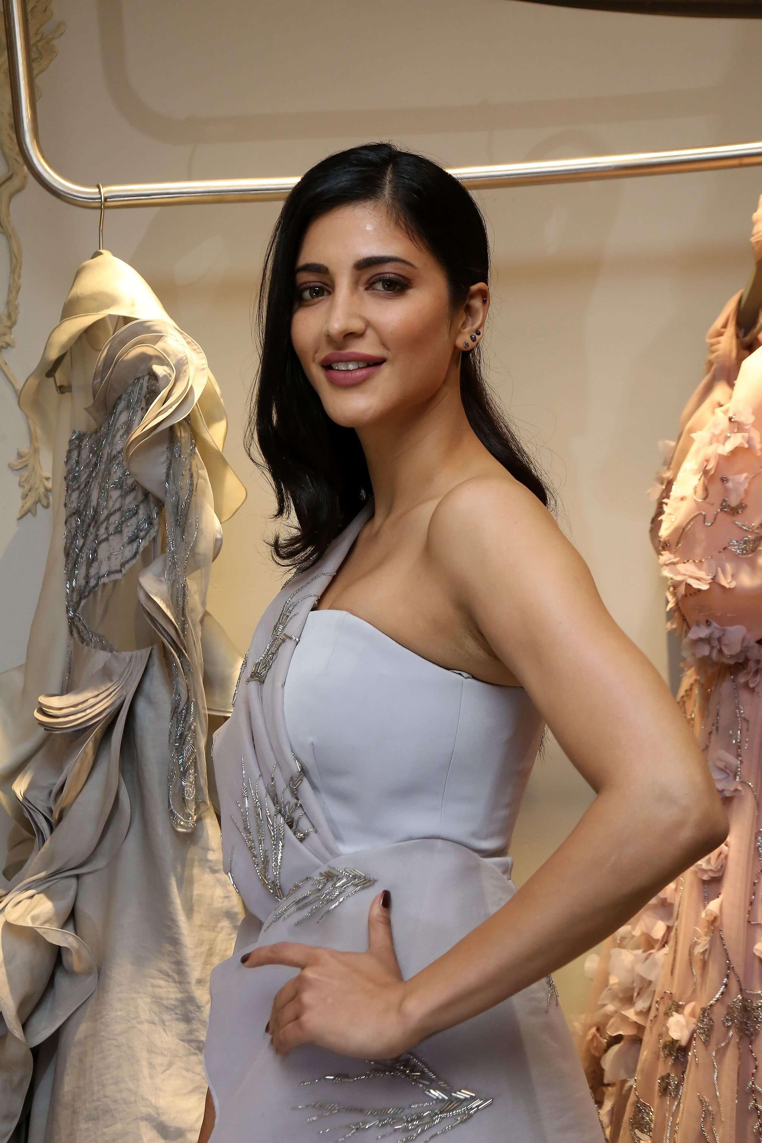 Shruti Haasan Pics At the Fashion Store