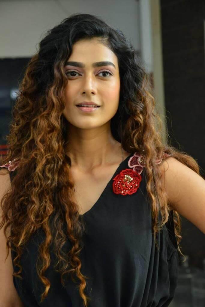 Aakanksha Singh Photos