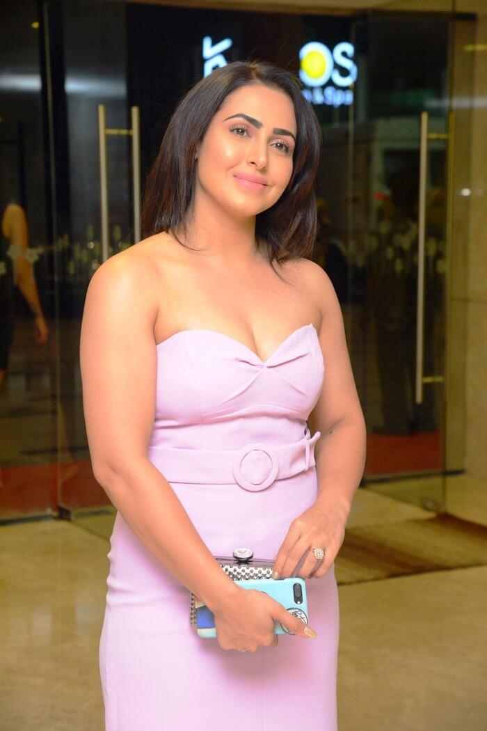 Big Boss-2 Fame Nandini Rai Recent Clicks