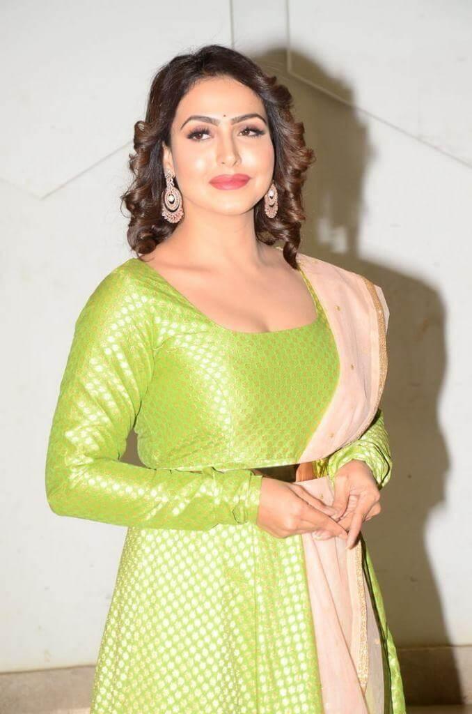 Big-Boss Fame Nandini Rai Pics In Green Dress