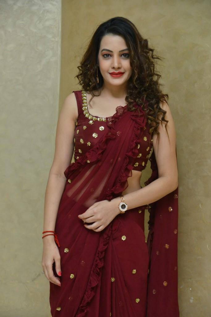 Hot Navel Pics Of Deeksha Panth