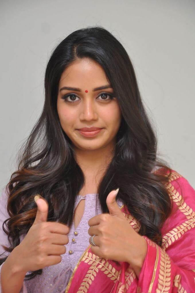 Heroine Nivedha Pethuraj