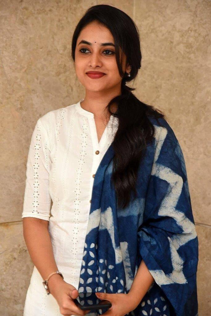 Priyanka Mohan Cute Pics