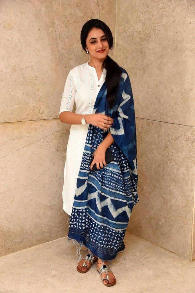 Priyanka Mohan In White Churidar