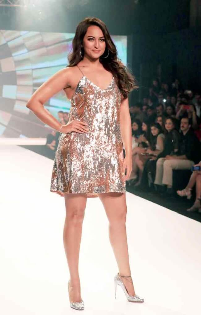 Sonakshi Sinha Ramp Walk Stills In Skirt