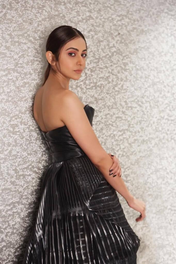 Rakul At Filmfare Awards Function