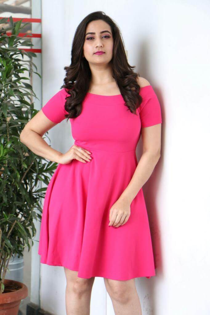 TV Anchor Manjusha Stills From World Famous Lover movie promotions